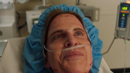 女子整容中麻醉失效醒来,发现医生全晕倒了,自己脸还没缝好