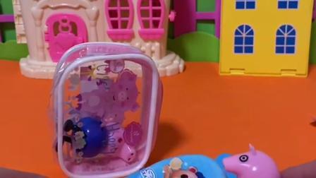 趣味玩具:猪妈妈把乔治关起来,佩奇偷偷给乔治好吃的!