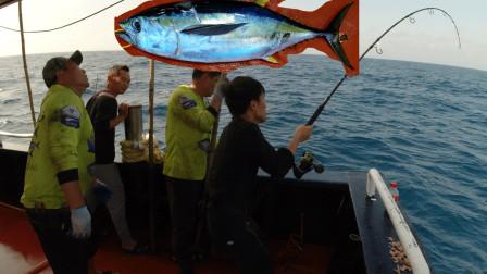 村长运气暴涨,连中大鱼,建议来挑战的钓友带个助手,太难了