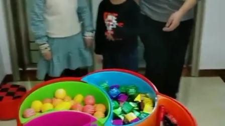 快乐往事:好多糖果,宝贝想吃吗