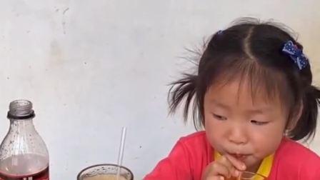 趣事童年:姐姐妹妹喝可乐了