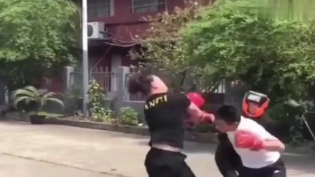 民间格斗,一挑二,双拳能敌四手