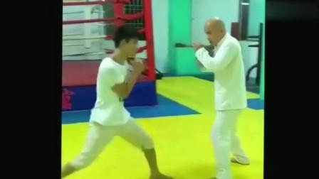 民间咏春拳高手,演示对战技巧,不愧是能实战的真功夫