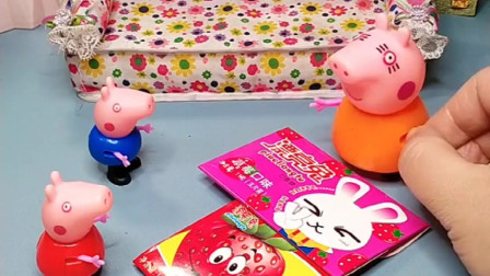 小猪佩奇乔治发现猪妈妈买了东西,让猪妈妈打开,发现是贴纸