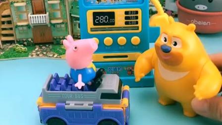 乔治有个漂亮的车,他开着出来玩了,熊二很是羡慕