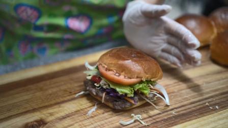 妈妈亲自下厨制作老式汉堡,汉堡的食材健康又营养,太满足啦!