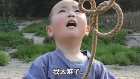 四岁小孩用鱼竿插鱼,不料扎中鱼王屁股