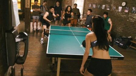 女孩乒乓球技太厉害,一个人吊打四个老外!