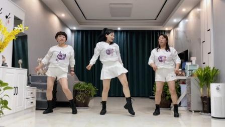 最新网红舞《金包银》带俩妈跳到最后搞笑收场
