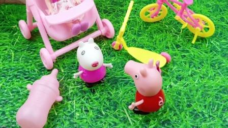 小羊苏西在玩过家家,佩奇也想玩,小羊苏西就带她一起玩