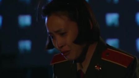 红十:女兵偷偷回家探望奶奶,得知奶奶过得不好,孙女自责极了