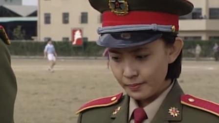 红十:军官袒护女兵,没想到招俩个女人的嫉妒,这也太抢手了吧