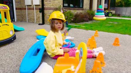 小萝莉跟哥哥亲子乐园快乐的一天,超酷玩具车