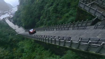 最硬核的广告,开车爬999阶台阶, 也就路虎能怎么霸气了!