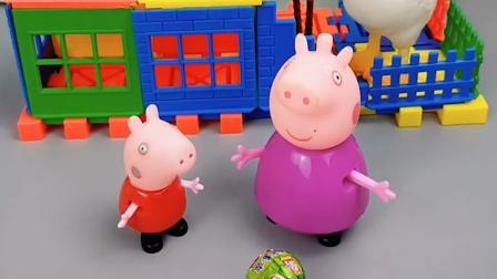 猪奶奶只抱乔治,不抱佩奇,小朋友喜欢偏心的猪奶奶吗?