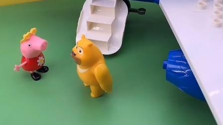 佩琪有一架玩具飞机,它叫来小伙伴们坐飞机,它们都很开心