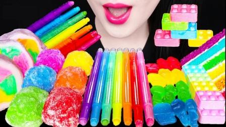 色彩鲜艳的彩色铅笔,笔芯竟然是巧克力做的,真是好吃又有趣