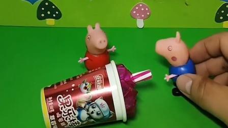 乔治把糖果吃完了,猪爸爸猪妈妈不给乔治吃,佩奇会给乔治吃吗?
