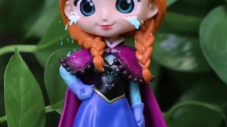 玩具:安娜被僵尸欺负,奥特曼回来就她吗?