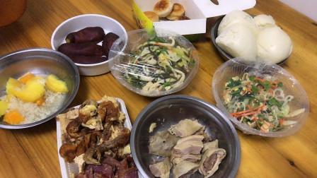 群友品赏南京熟食凉菜,上桌6个小菜,配上小酒,还不赖