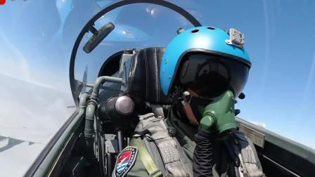 军媒播出一段短视频近距离见证飞行员自由空战,保持高度警惕,出击制胜