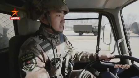 军媒播出解放军战士们驾驶2吨重的卡车飞过4米断桥,刚开始连老兵也都是屡屡止步桥前