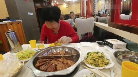 婆婆带韩国媳妇去吃鸭头,媳妇:都快三年了,现在才让我吃这个?