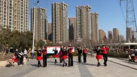 郑州市二七区开心好姐妹 广场舞 。