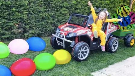 小萝莉用玩具车运输西瓜和彩色气球,感受快乐的同时,学习颜色!