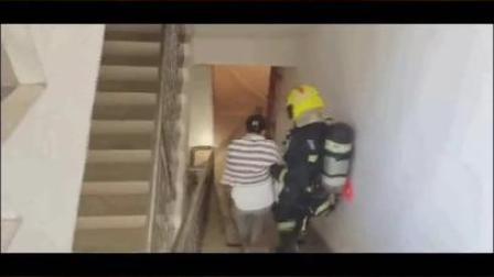 三亚一居民楼发生火情,消防紧急救援