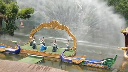 春天美广场舞《孔雀舞表演》