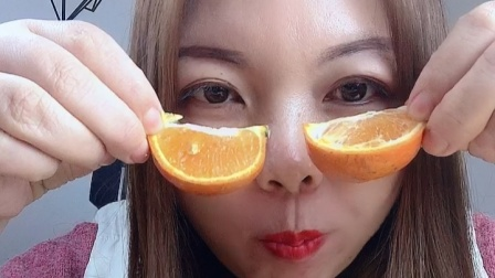 美女小姐姐试吃橙子,一口一个真的好甜!
