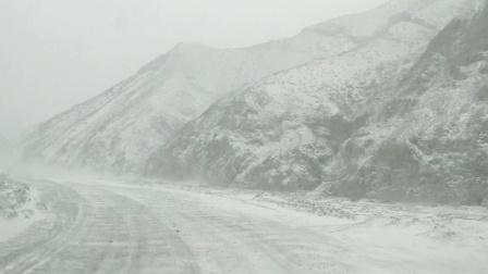 内蒙阿拉善左旗今日小雪风力十足