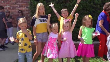 小萝莉参加朋友聚会,在欢乐的草坪上,和小伙伴们一起趣玩