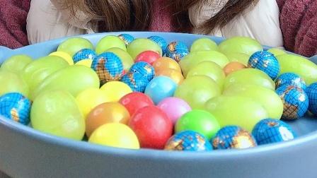 美女小姐姐试吃水果提子,一口一个真甜呀!
