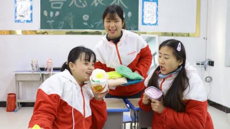 同学早上没吃饭,胖芸儿用黏土做早餐,太有爱了