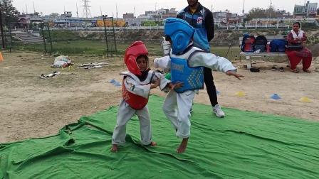 一块布就是一片训练场,心中有跆拳道哪里都是道场!