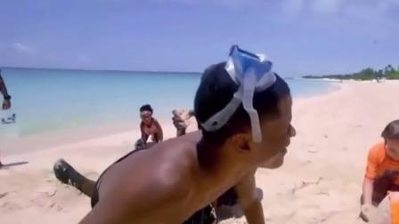 奥尼尔带家人去海边度假,最后一幕算是鲨鱼归海吗?