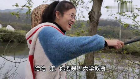 农村媳妇馋香椿了,公公指点她一个好去处,跑去果然有大惊喜