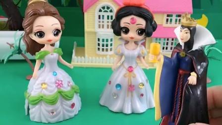 王后给白雪贝儿分好吃的,白雪只得到一个,贝儿得到了三个