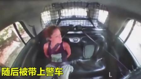 独自挣脱手铐后劫持警车逃跑,美国警察:你是第一个!