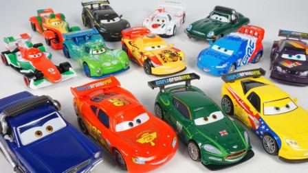 展示赛车总动员各种小汽车玩具