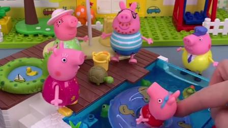 天气太热了,佩奇乔治都要泡澡,猪爸爸好羡慕,也想泡澡!