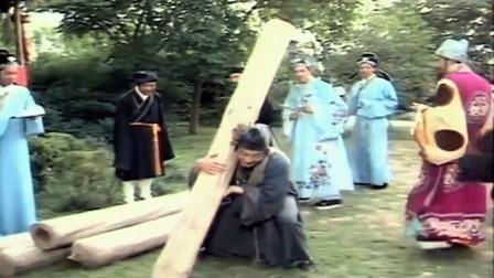 济公:济公运木材,富商等着看笑话,怎料济公灵机一动,施法用古井运木材