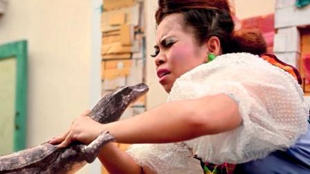 丑女孩亲了蜥蜴一口,万万没想到,蜥蜴竟化身成人要娶她!