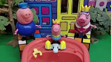 乔治想玩水,猪爸爸不让乔治玩,猪爷爷还训了猪爸爸
