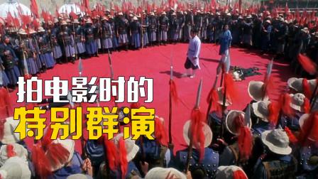拍电影时的特别群演:灾民武僧齐上阵,13万军人参演战争片