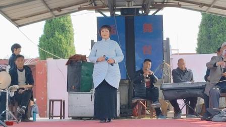 获嘉县王世英女士演唱豫剧《毛泽东诗词沁园春.雪》。