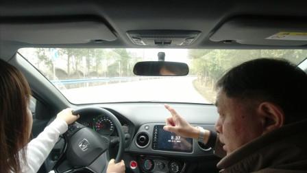 女新手遇到山路曲线行驶,这样练习操作方向盘及车速控制