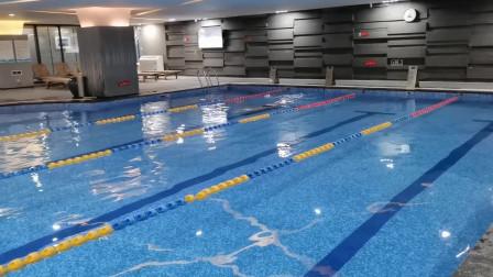 中游体育:据说这蝶泳只能游25米 是压胸不好吗